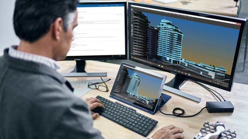 Một máy tính để bàn tại văn phòng