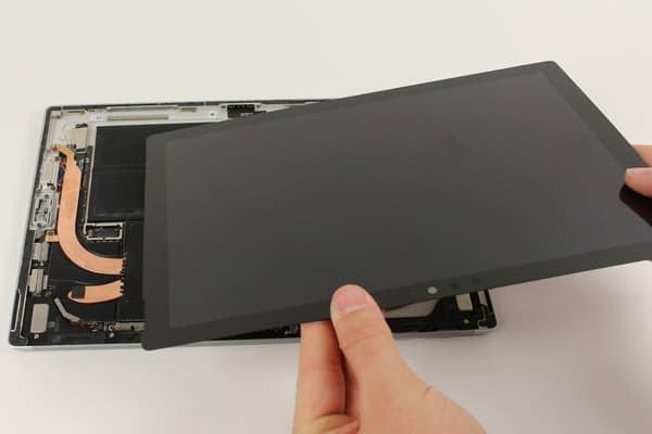 Vỏ ngoài Surface Pro 5 nhỏ gọn tinh tế với chất liệu Magie