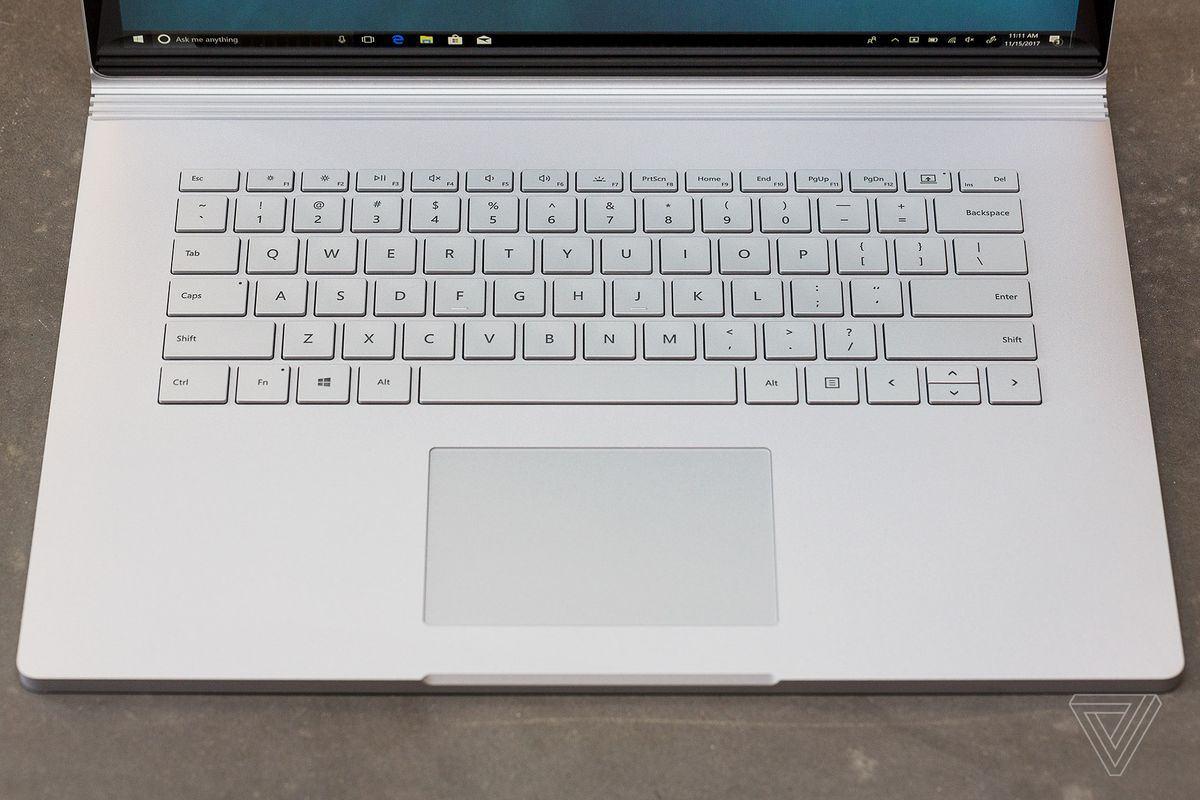 Touchpad Microsoft Surface Book 2 hoạt động trơn tru và hoàn hảo