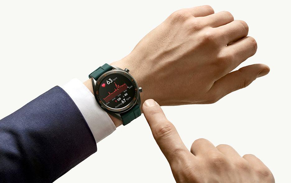 Huawei Watch GT Active có thiết kế mạnh mẽ rất phù hợp với người có cổ tay to.
