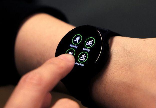Cạnh của Galaxy Watch Active được bo tròn