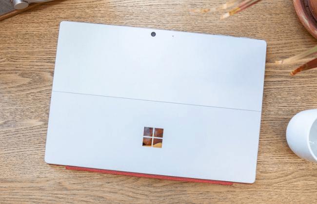 Mặt sau Surface Pro 7 - nguồn__ Laptop Mag