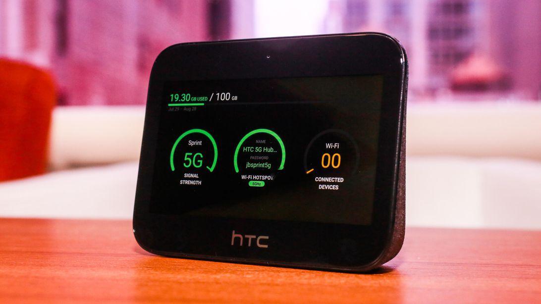 5G HUB của HTC là một điểm phát sóng. - Sarah Tew / CNET