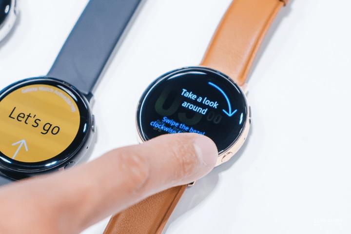 Vòng xoay bezel của Galaxy Watch Active 2 được tích hợp trong 1 khung cảm ứng.