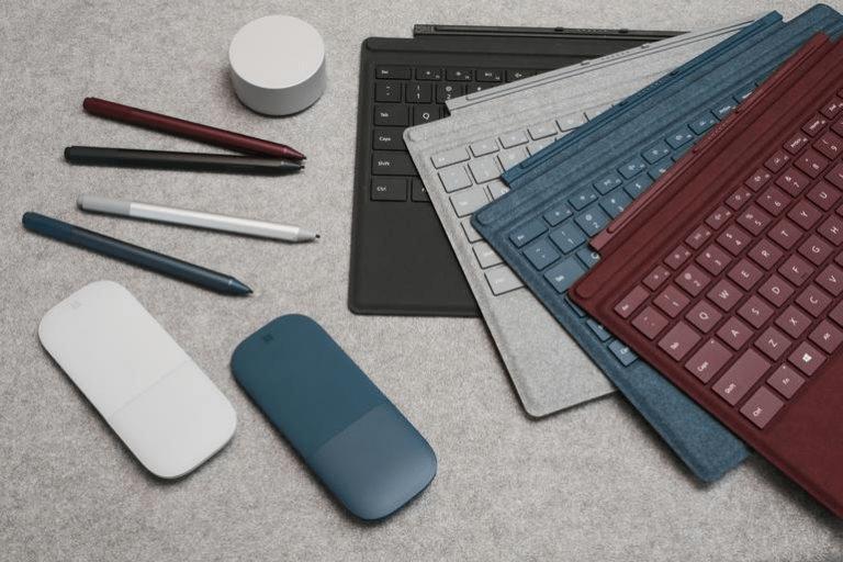 Phụ kiện chuyên nghiệp hỗ trợ công việc của Surface