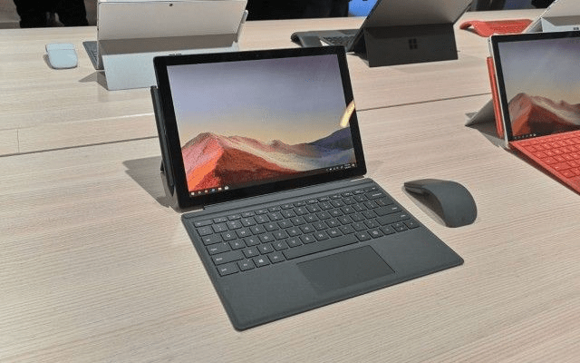 Máy Surface Pro 7, Surface Type Cover, bút cảm ứng và chuột