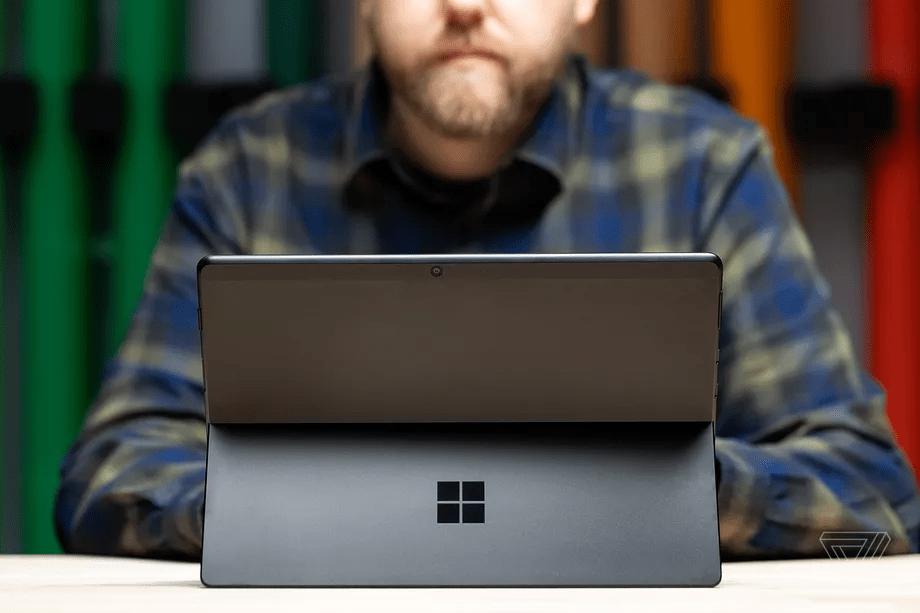 Chiếc máy Surface Pro nào là lựa chọn cho bạn ? @Amelia Holowaty Krales / The Verge