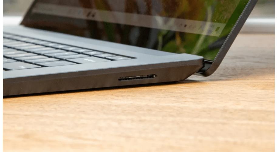 Sẽ rất khó khăn cho hầu hết các máy tính xách tay cạnh tranh trong cùng loại để đánh bại Surface Laptop 3 về sức mạnh lâu dài. (Hình ảnh: Future)