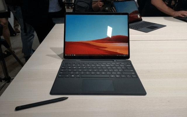 Các dòng Surface 2020: Máy Surface Pro X với Surface Type Cover và Surface Pen