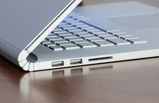 Kiểm tra tất cả các cổng kết nối và ổ đĩa xem chúng có còn sử dụng được không.