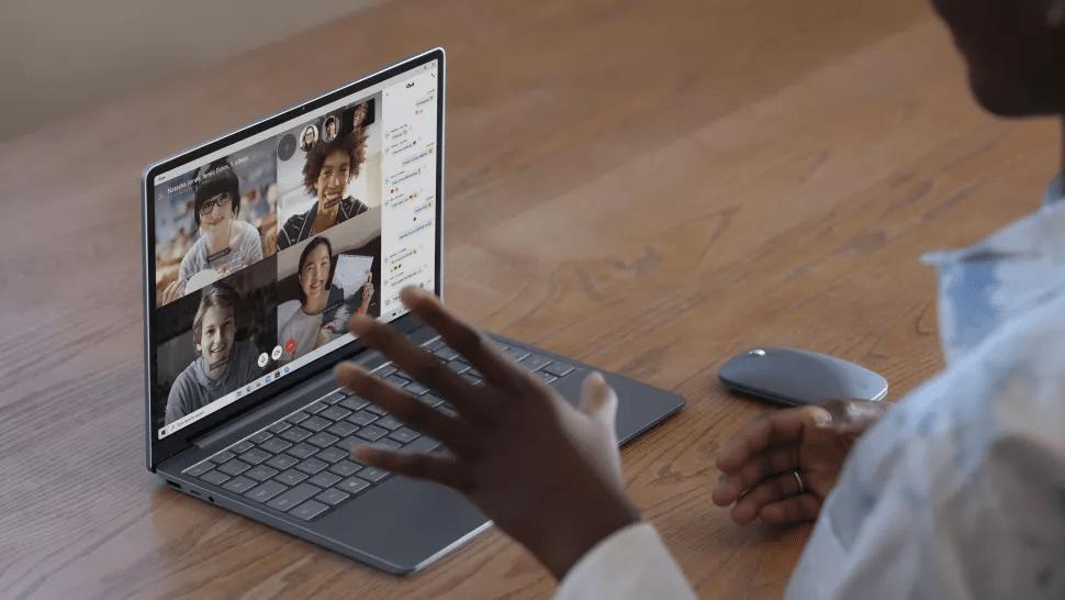 Giá bán và cấu hình của Surface Laptop Go và Surface Laptop 3