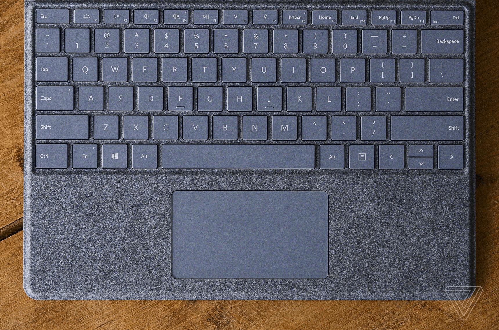 Bàn phím của Surface Pro X (2020) được tách biệt hoàn toàn và bán lẻ với giá 139 USD (Nguôn: Verge)