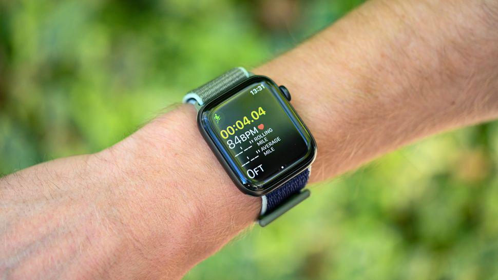 Apple Watch 5 có màn hình tinh thể sapphire OLED hình chữ nhật, với độ phân giải 448 x 368 pixel.