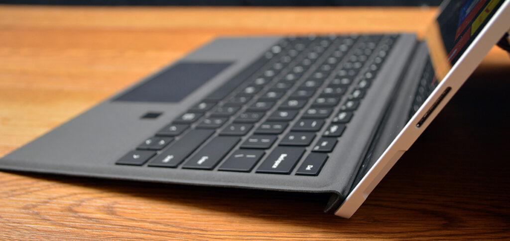 Microsoft Type Cover với cảm biến vân tay 5