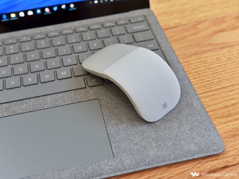 Surface Arc Mouse có thiết kế khác biệt so với những loại chuột không dây thông thường