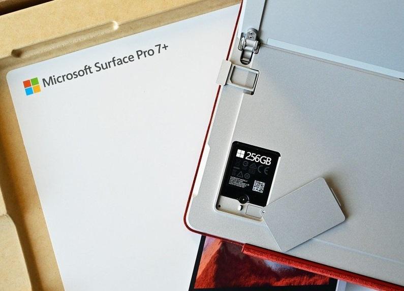 Microsoft Surface Pro 7 Plus có ổ SSD tháo rời