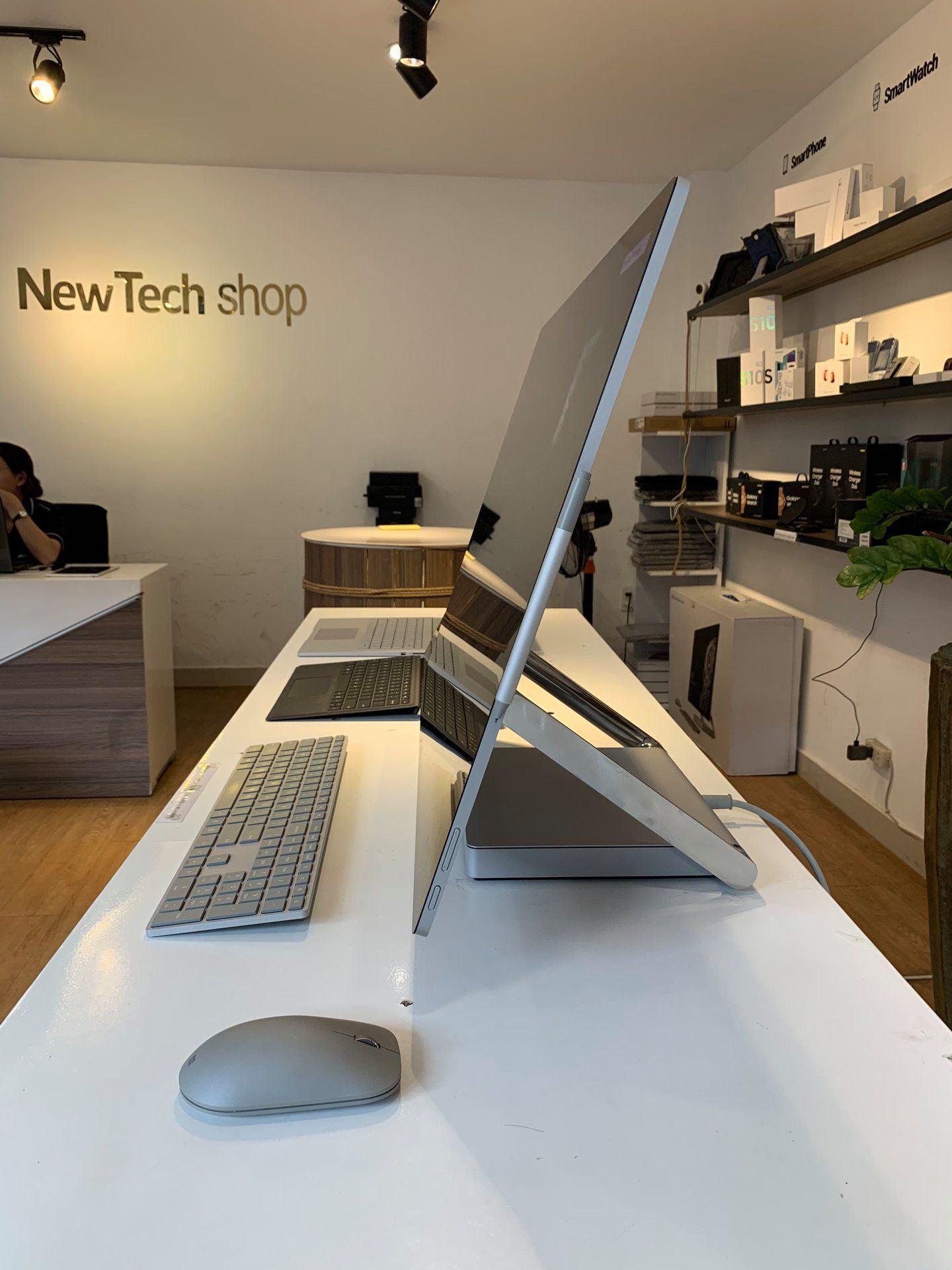 Surface Studio 2 2TB I7-7820HQ 32GB GTX 1070 8GB GDDR5 Chính Hãng 20