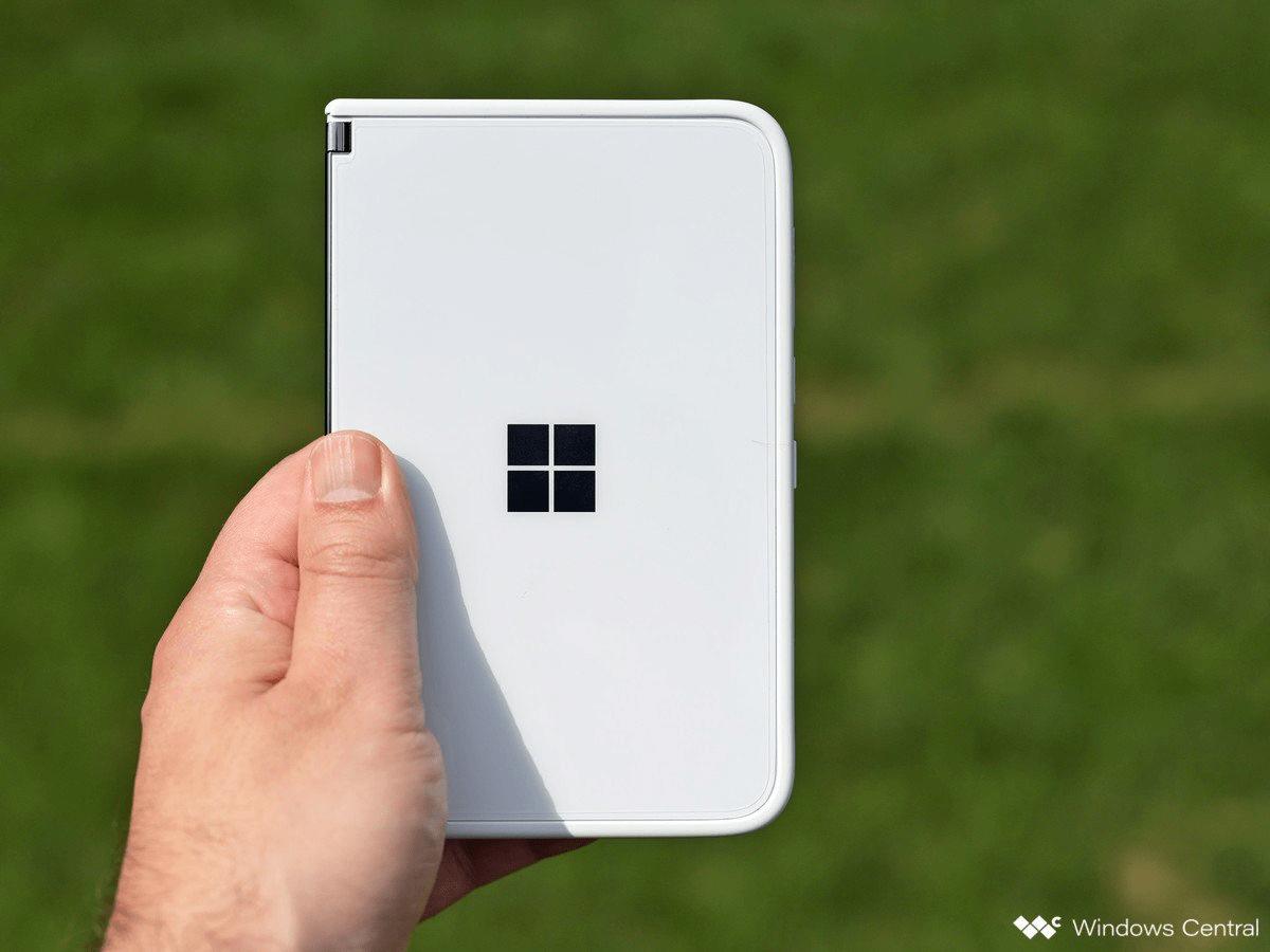 Thông tin về Surface Duo 2: Ngoài máy ảnh thì Microsoft cũng đang cố gắng phát triển phần mềm trên thiết bị Surface Duo 2 này (Nguồn: Windows Central)