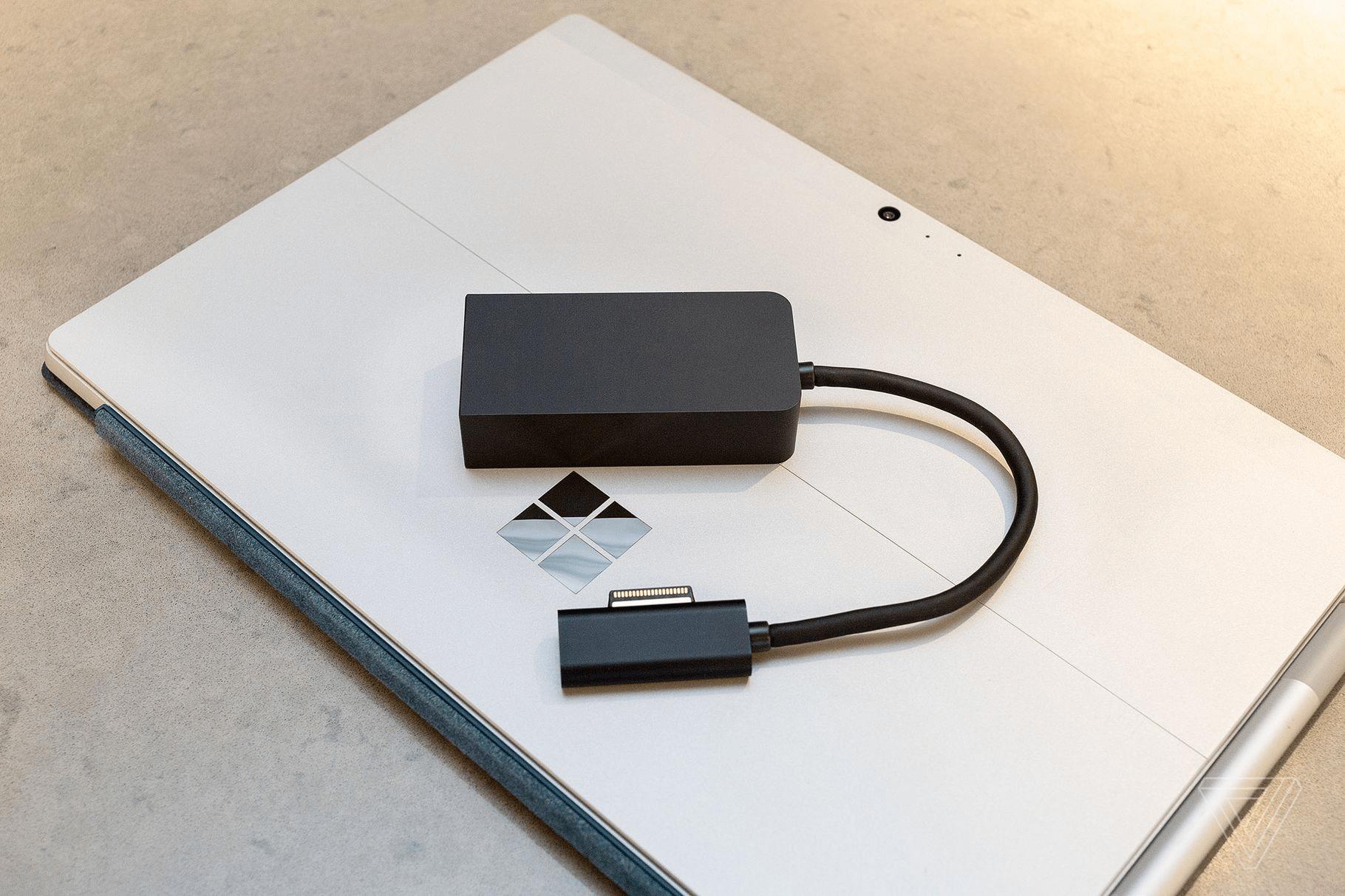 Có thể sạc Surface thông qua cổng USB-C