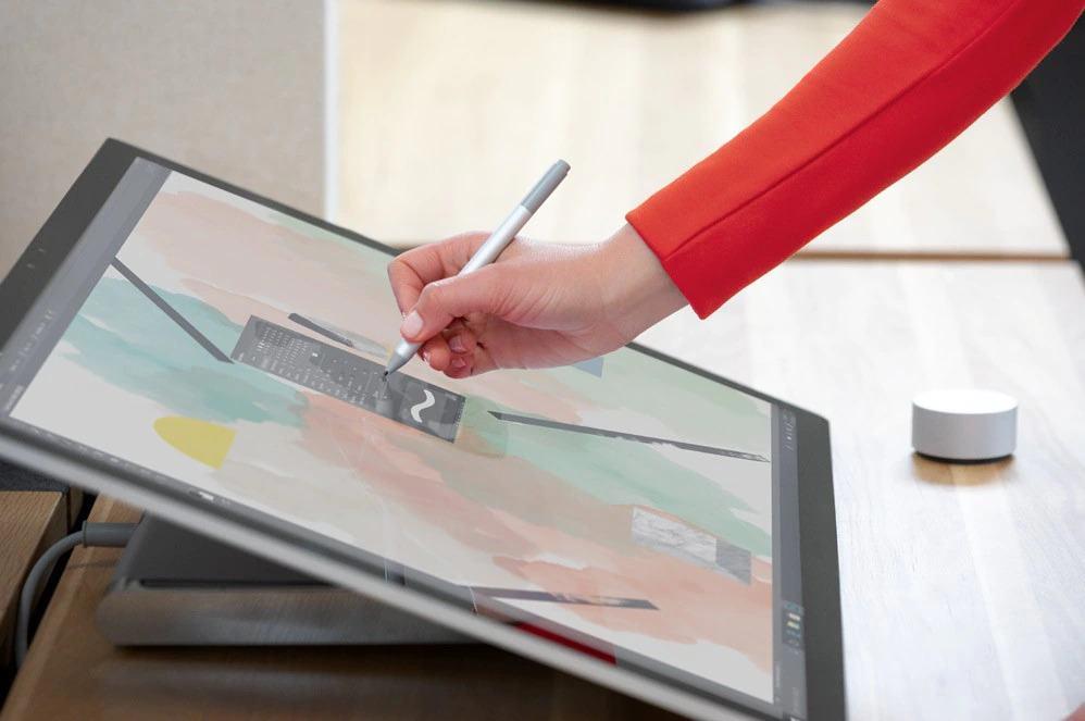 """Surface Studio 2 trang bị màn hình PixelSense ™ 28 """"với 13,5 triệu pixel màu sắc sống động như thật."""