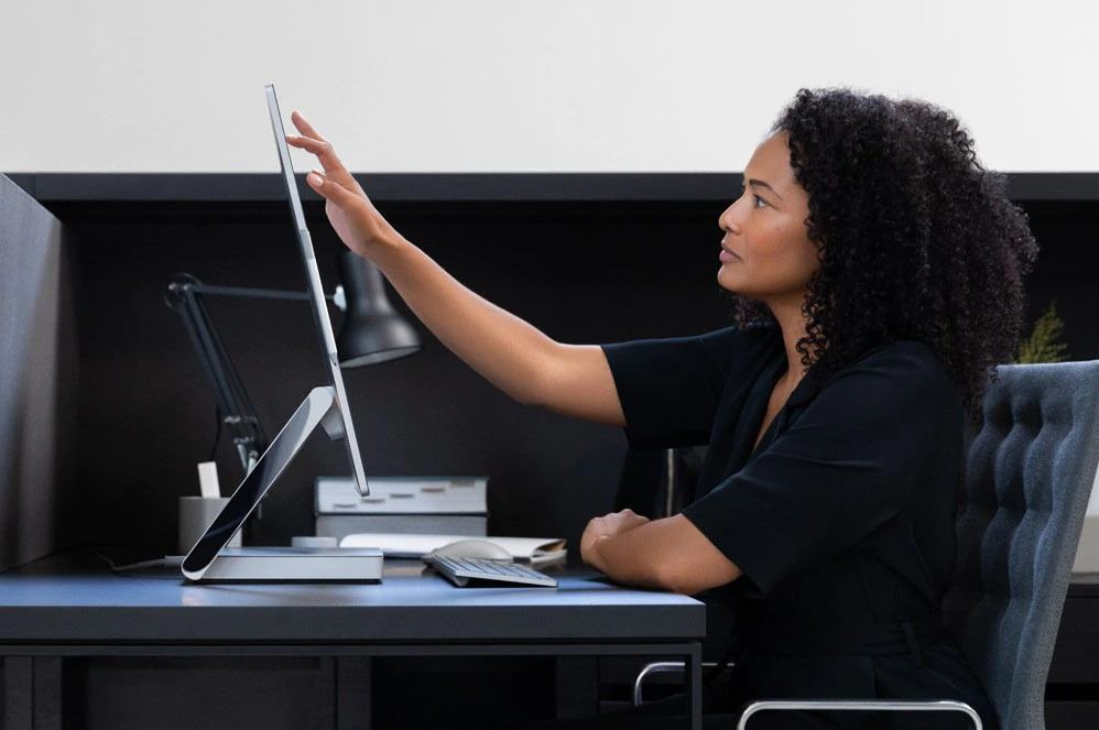 Màn hình Surface Studio 2 lớn ấn tượng, sống động được thiết kế để tập trung sáng tạo không bị gián đoạn.