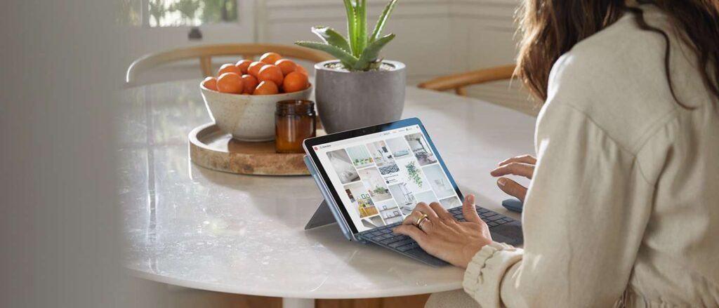 Mô hình mẫu của Surface Go 2 nhắm đến những người thích giao diện của Surface Pro 7 nhưng không đủ khả năng vì mức giá cao của nó.