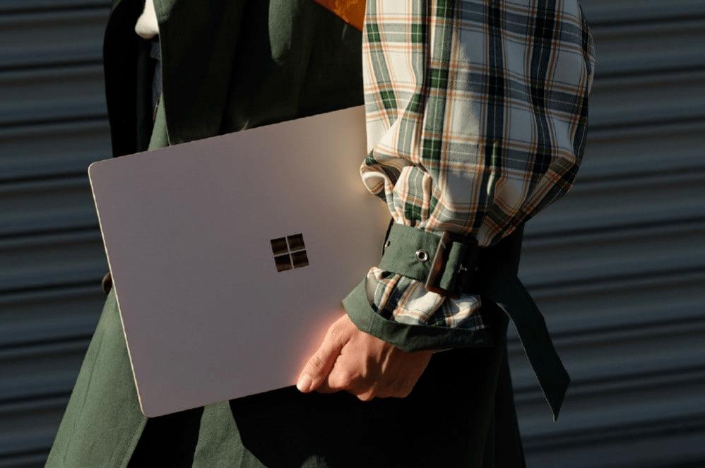 """Surface Laptop 3 được trang bị lượng pin cực kì """" trâu bò"""""""
