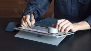 Nếu bạn làm nghề thiết kế đồ họa và đang sở hữu chiếc surface thì đừng ngần ngại sắm ngay trợ thủ đắc lực - surface pen 2017