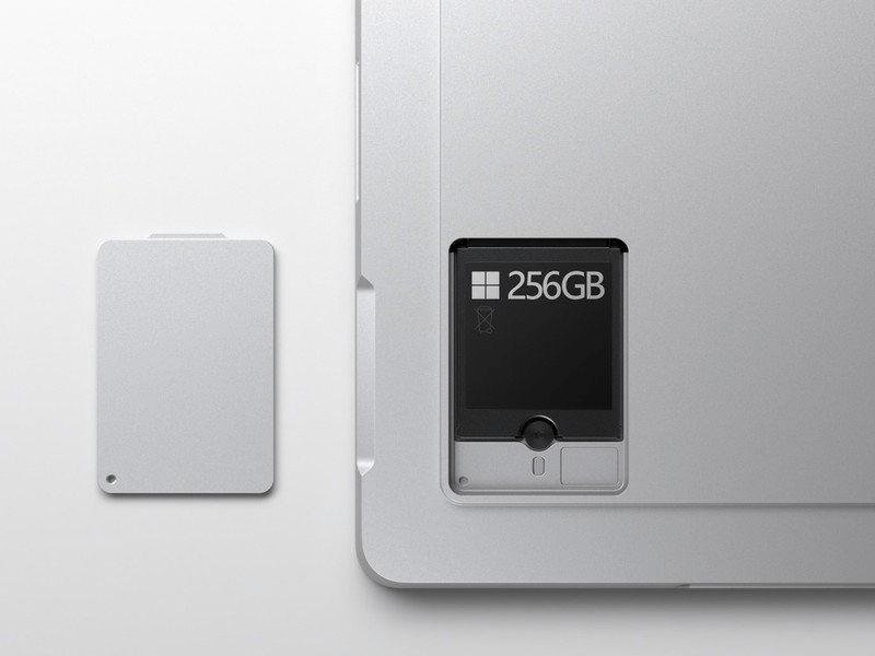 Điểm nổi bật của Surface Pro 7 Plus là bộ nhớ có thể tháo rời, giúp người dùng dễ nâng cấp bộ nhớ hơn bao giờ hết (Nguồn: Microsoft)