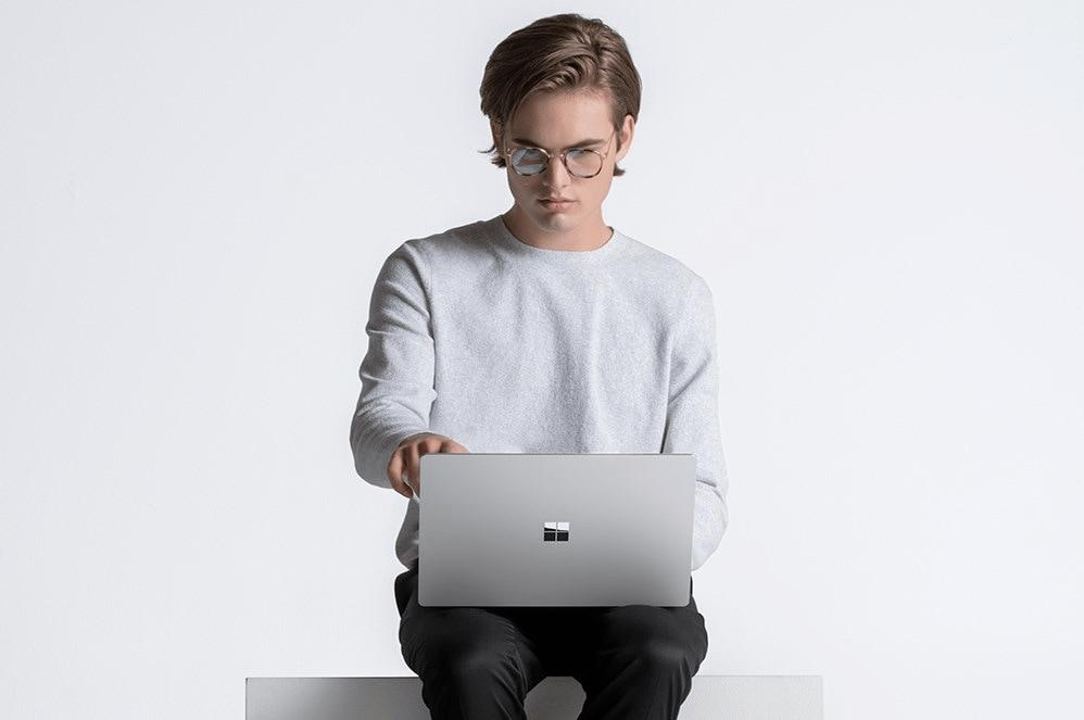 Thiết kế của Surface Laptop 4 15 inch không thay đổi nhiều so với dòng Laptop 3 trước đây