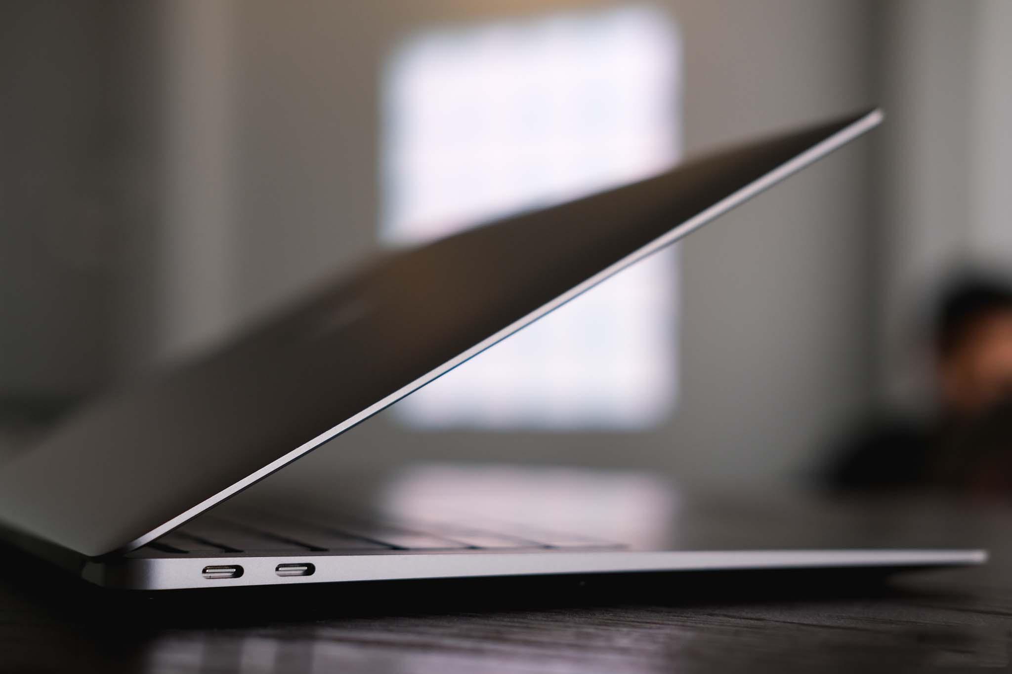So sánh Surface Laptop 4 vs Macbook Air M1 14