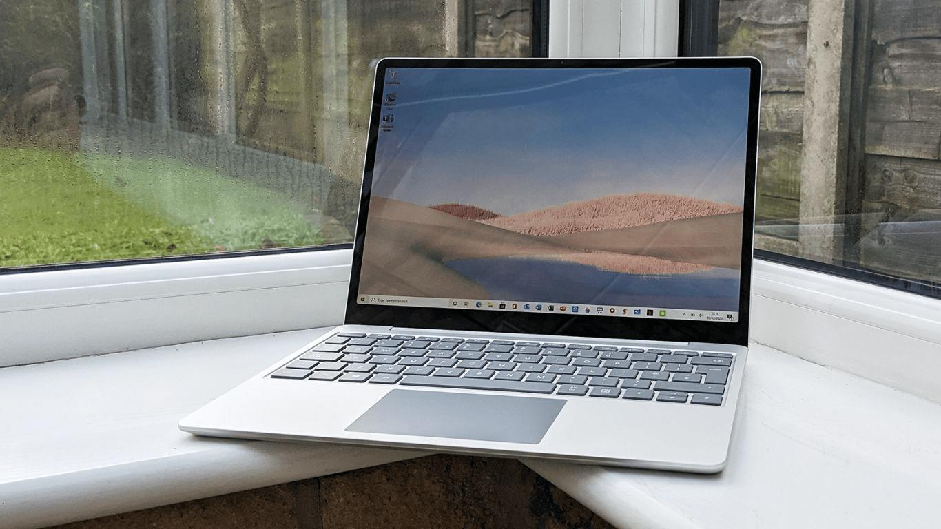 Màn hình và thiết kế của Surface Laptop Go là một điểm cộng khiến chúng vượt trội so với các ứng viên khác (Nguồn: Microsoft)