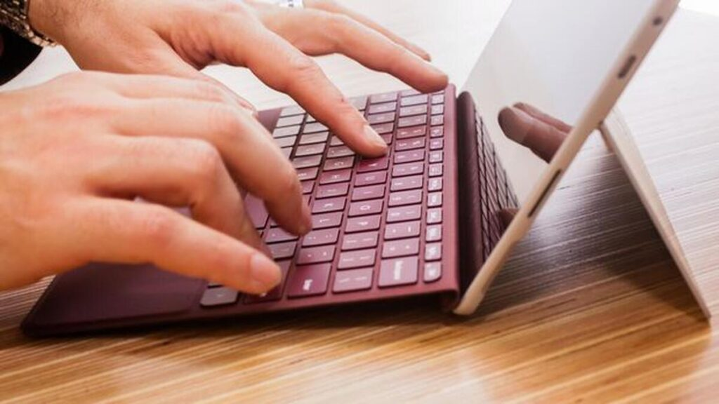Bàn phím đi kèm giúp hiệu quả công việc tăng cao