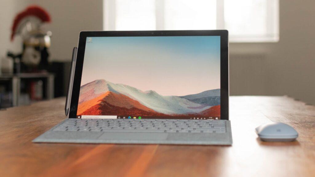 Surface Pro 7 đi kèm với phụ kiện