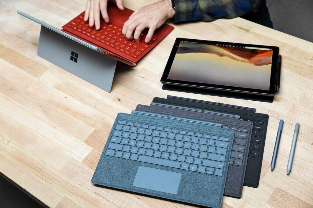 Sao sánh Surface Laptop 4 Và Surface Pro 7 về trải nghiệm gõ phím