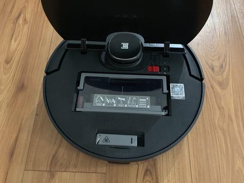 Dustbin của Robot Hút Bụi Ecovacs Deebot OZMO 950 có dung tích 430ml chứa lượng bụi bẩn trong 2 ngày đổi lại, nếu có thú cưng trong nhà thì 1 ngày.