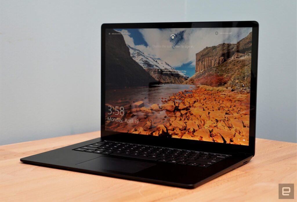 Surface Laptop 4 vẫn giữ tỉ lệ vàng 3:2 với màu sắc nổi bật